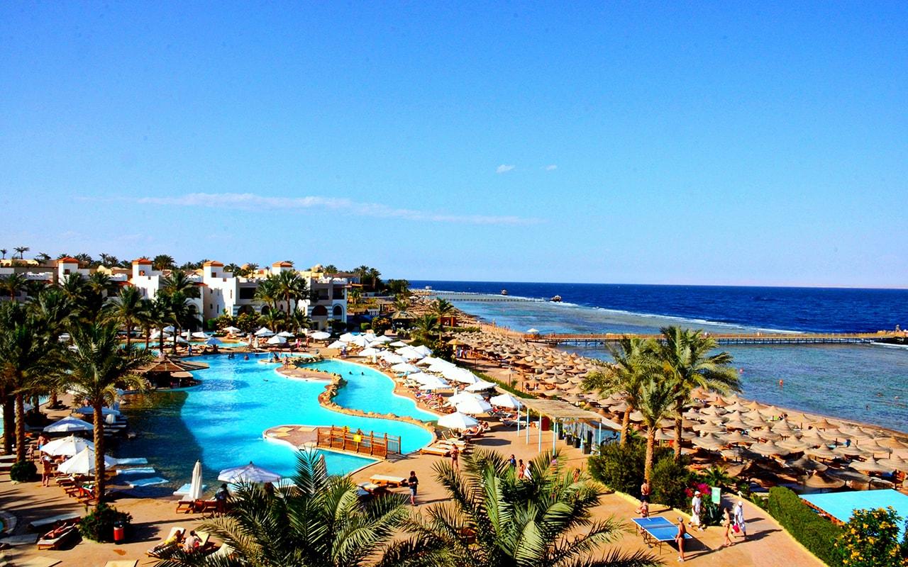 Яркий и активный отдых в отеле Rehana Royal Beach Resort Aqua Park & Spa 5*